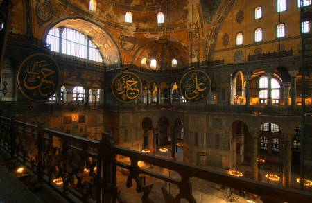 [Resim: hagia-sophia-in-istanbul-turkey-interior.jpg]